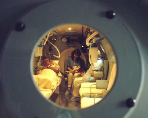 Paciente en tratamiento en cámara hiperbárica