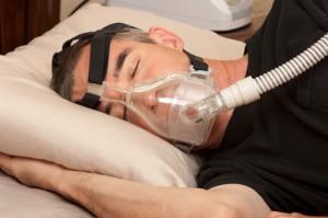 Paciente con SAHOS durmiendo con CPAP