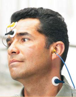 Potenciales vestibulares miogénicos evocados. paciente aplicando VEMP