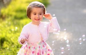 Niña con otitis media serosa
